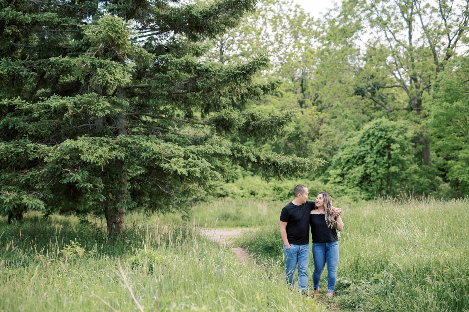 Spring Engagement Picture Ideas